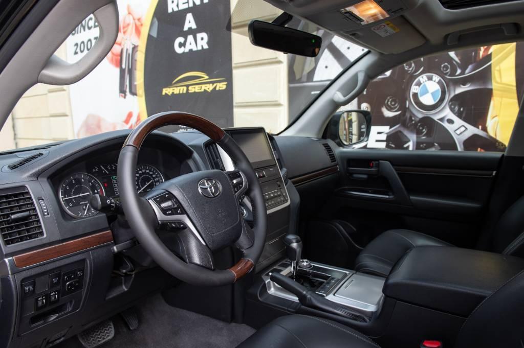 Rent Toyota Land Cruiser in Baku
